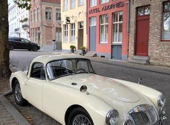 oldtimer car safe parking